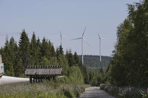Runt längdskidparadiset Ljungåsen finns nu 17 vindkraftverk och kommer i höst att ha fått sällskap av ytterligare tre. Dessa 20 verk beräknas producera hushållsel som räcker till 30 000 hushåll.