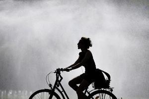 Ni vill att vi ska cykla i stan där det är både farligt och opraktiskt. Varför inte låta oss cykla på landet? undrar Birgitta Andersson.