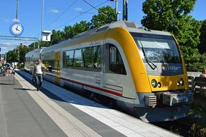 Trots hård juridisk kamp får Transdev sluta köra Krösatågen. Svenska Tågkompaniet AB tar över från 9 december och två år framåt. Det blir samma tåg och i vinter väntar en prisökning.