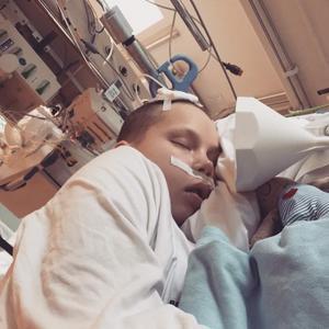 Efter flera dagar i respirator kom till slut forskarna på varför Märta drabbats av hjärnblödningen. Foto: Privat.