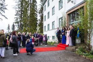 Släkt och vänner passade på att fotografera de blivande studenterna.