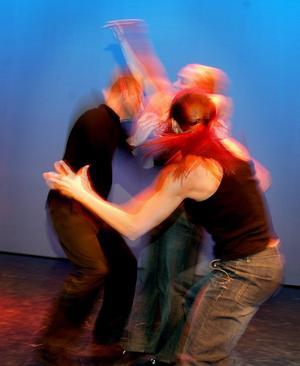 Frigörande dans består av spontan improvisation och eget utforskande av estetiska rörelser. Arkivfoto: Malin Rudblom /TT