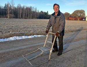 Dan-Åke Johannesson i Skamhed utanför Vansbro har inte haft någon större  nytta av sin spark den här vintern.