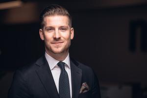 Fastighetsmäklare Marcus Bergdahl  upplever att det nya va-nätet är till  fördel även för dem som vill sälja, då köparna uppskattar att  anslutningen är på gång.