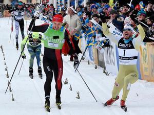 John Kristian Dahl från Norge (höger) vinner Vasaloppet 2017 strax före Andreas Nygaard, Norge. Foto Ulf Palm/TT