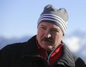 Farlig lirare. Rysslands diktator Aleksander Lukasjenko gillar ishockey och vill använda VM i sin propaganda.