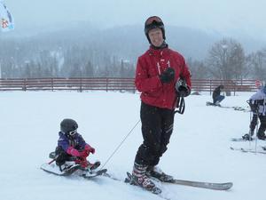 För mycket snö för skidåkning tyckte  dottern Emma vilket betydde att pappa Bengt-Eric Skoglund fick agera lift. Båda är hemmahörande i Knivsta.