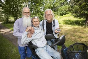 Jiwandev Nilsson, till vänster i bild och Björn Sundell till höger om Leif Westlund fick varsin ögonsten.
