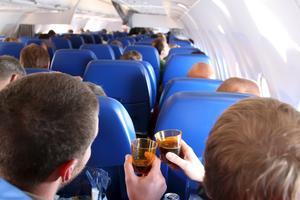 Svenska resenärer dricker mest av skandinaverna.