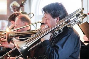 Hudik Big Band blåste av vårsäsongen med konsert på Café August.