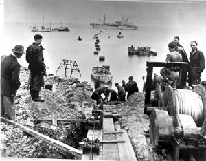 Kabeln var 96 kilometer lång, vägde 900 ton. Då världens största och längsta sjökabel som lades ut under två veckors tid i juni 1953.