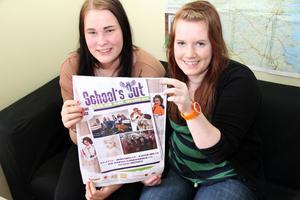 Åttondeklassarna Elin Sundman och Lisa Wilund ville åka till School's Out - och blev plötsligt researrangörer.