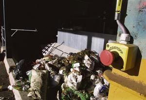 Avfall sorteras i Telge återvinnings anläggning i Tveta. Foto: Mats Andersson/LT-arkiv