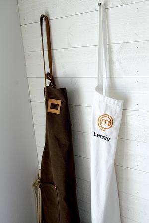 Förklädet som Lennie Hansson bar i Sveriges mästerkock har fått en hedersplats.