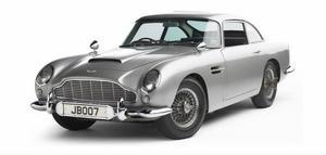 Aston Martin DB5. 1964Film: GoldfingerSkådespelare: Sean Connery•   Den mest kända Bond-bilen av alla. Egentligen var den vackra lilla sportkärran bara en uppdatering av föregångaren DB4 men blev en ikon tack vare 007. Efter Goldfinger användes den i filmer som Åskbollen och Golden Eye och var utrustad med finesser som maskingevär, radar, skottsäker sköld och katapultstol.För två år sedan såldes en av bilarna från Goldfinger till en samlare för 4,1 miljoner dollar.