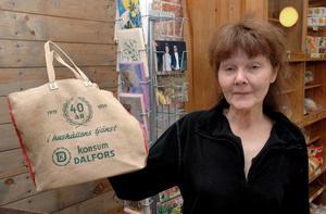 En jubileumskasse från butikens och konsumtionsföreningens 40-årsjubileum.