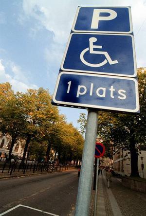 Finns det för få handikapparkeringar i Östersund eller står folk som inte har tillstånd på dom platserna, undrar insändarskribenten. Foto: Fredrik Persson/Scanpix