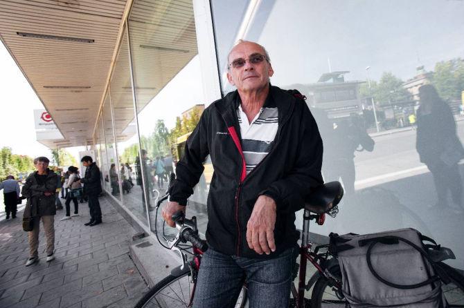Mork sommar for cyklister och gaende