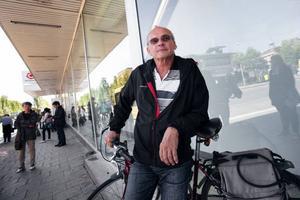 Karl-Johan Bringsaas, Östersund:– Jag är en glad pensionär som njuter av att cykla. Jag tycker att jag har bra koll på trafikreglerna. Det är många cyklister som tror att de har företräde vid övergångsställen, vilket de inte har.