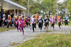 Första start. Det första gänget som startade i det elfte Anna-loppet var sjuåringarna. 750 meter var deras bana. Foto: Kerstin Schönström