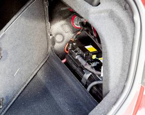Naturligtvis har batteriet placerats i bagagerummet för att få bästa möjliga vägegenskaper.