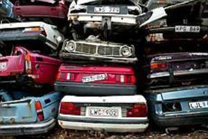 Foto: ANNAKARIN BJÖRNSTRÖM Rejäl skrotbilshög. Fram till augusti nästa år pågår den riksomfattande kampanjen Håll Sverige rent på skrotbilar.Hammarskroten i Kungsgården tar hand om bilar från Gävle, Sandviken och Ockelbo.