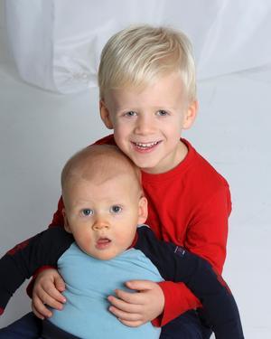 Caroline Luksics och Johan Persson, Nykvarn, fick den 23 april en pojke som heter Oliver. Längd 55 cm, vikt 4474 g. Syskon är Philip, 4.