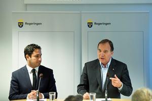 Civilminister Ardalan Shekarabi (S) och statsminister Stefan Löfven (S) under pressträffen.