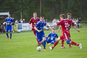 Edsbyn och Rengsjö återgår till träning efter knappt två veckors semester. Här en bild från derbyt på Rengsjö IP.
