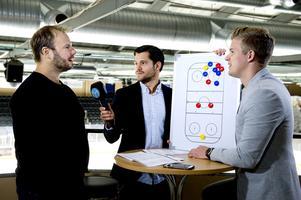 SCA-cupen 2016. På bild: Henrik Gradin (Sundsvall Hockey), samt Hockeypuls Oskar Lund och Adam Johansson.