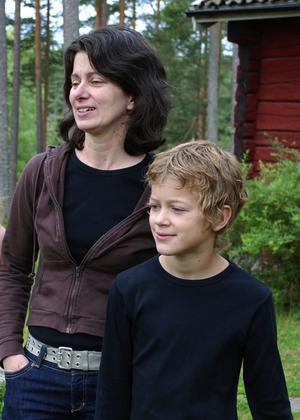 Överraskade. Bittan och sonen Daniel blickar ned mot vildsvinens framfart