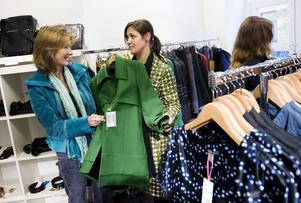 Mer än 40 procent av all klädshopping kan kategoriseras som ren nöjeskonsumtion.