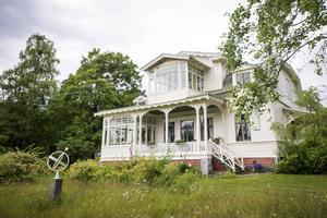 Det finns ett intresse för att köpa byggnaderna i Petersvik, enligt Bodil Hansson (S), ordförande i Kommunstyrelsens plan- och utvecklingsutskott. På bilden representeras Petersvik av Villa Solbacken.
