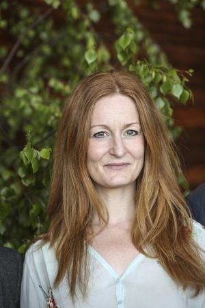 Anna Stadling, 44 år, sångerska:   – Kan du lova att satsa på barn och ungdomar som mår dåligt i dagens samhälle?