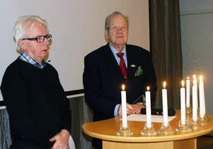 Anders (till vänster) och Gerhard genomförde parentation över 10 bortgångna medlemmar.