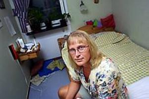 Foto: GUN WIGH\nÖverfölls i hemmet. Ilska och sinnesnärvaro blev Görel Forlsings räddning när hon natten till onsdag överfölls av en knivbeväpnad man. \n