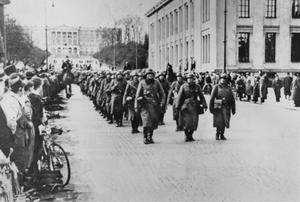 Tyska trupper i Oslo 1940.  Sigurd Grimestad menar att anpassning snarare än neutralitet höll Sverige utanför andra världskriget.