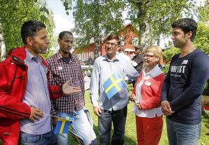 Wazir Ahmad Khorami, Teklit Okuboggy, Jamil Ahmad Khan, Irene Fregelin och Mohammad Ismail ingår i en kommitté som ordnat så att flyktingar från Grytan kunde delta i nationaldagsfirandet på Jamtli.