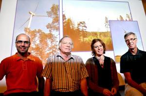 Vindalliansen. Peter Sahlqvist(C), Dag Stranneby (M), Wendla Thorstensson (C) och Henrik Hult (C) från Alliansens säger ja till vindkraft i Kilsbergen.