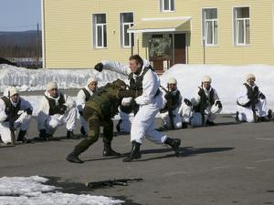 Den motoriserade brigaden i Alakurtti ligger bara 30 mil från svenska gränsen. I slutet av april bjöds västliga journalister in för första gången för att besöka  basen som öppnades igen 2014.