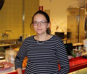 Emma Skogbergs driver Café Duett på Högskolan i Borlänge.   – Försvinner studenterna måste jag lägga ner.