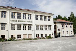 Det klassiska skolhuset från 1939 tas fullt ut till heders igen. Annexet till höger ska rivas om ursprungsplanen följs.