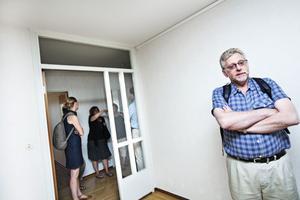"""Så här kommer """"Nya Dalslänningen"""" att se ut. Huset mot Barrsätragatan byggs på med ytterligare två våningar. Totalt blir det 60 lägenheter med nybyggnadsstandard efter ombyggnaden.nöjd. Ulf Lööf, som bott i Dalslänningen sedan 1986, är glad att det blev en kompromiss med fler valmöjligheter för hyresgästerna."""