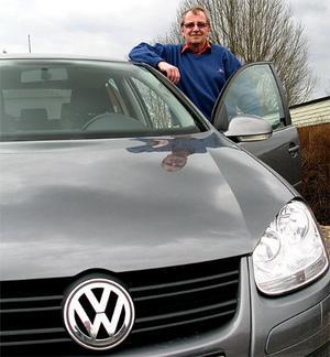 Ulf Sandström är besviken på Volkswagen. En kamkedja som kuggar över på en nästan ny bil med bara 5 677 mil på mtaren borde Volkswagen åtgärda, utan kostnad för ägaren.