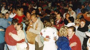 Fullpackat. Fagerstaborna fyllde dansbanan i Vilhelminaparken när Lasse Stefanz spelade upp, när Fagersta firade 50 år.
