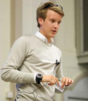 Jens L'Estrade säger att det svåraste har varit att bli tagen på allvar. Många anser fortfarande att han är för ung.