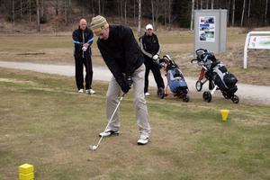På lördagen öppnade sommargreenerna på Nora golfklubb. Efterlängtat av Micke Andersson och hans spelkompisar Marcus Wiremalm och Mats Eriksson.