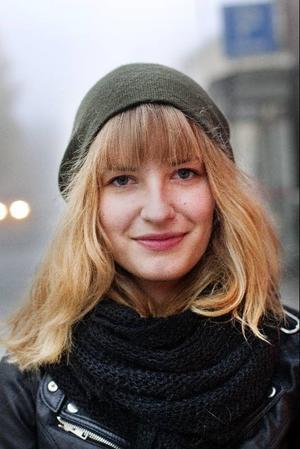 Sara Olsson, 19 år, ÖstersundJag tycker inte att det är så bra att medicin säljs i affärer, även om jag köper den där själv. Det är lättare att handla nu, men egentligen är jag emot hela konceptet med värktabletter.