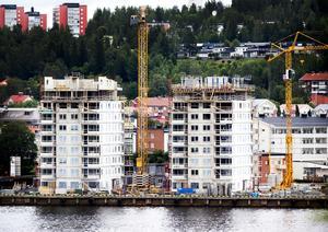 Lägenheterna i hamnen har bidragit till prisökningarna i Örnsköldsvik enligt fastighetsmäklaren Ulf Göransson.