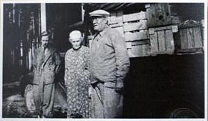 1949. Ronny Nilssons far Sven och Svens mormor och morfar.Foto: Arne Nilsson